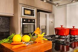 Cocina de estilo  por Renata Matos Arquitetura & Business