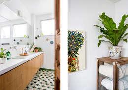 Apto. João: Banheiros minimalistas por RSRG Arquitetos