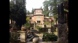 Casas de estilo  por Architetti Laura Romagnoli e Guido Batocchioni Associati