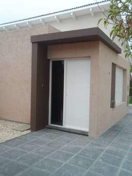 房子 by Estudio de arquitectura Lasala Mariana
