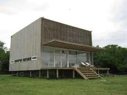 CASA LAGUNA EL ROSARIO: Casas de estilo moderno por Frias+Tomchinsky Arquitectos