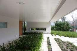 Casa Moderna: Jardines de estilo moderno por GG&A