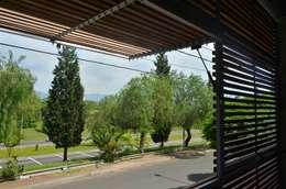 Uspallata 460: Terrazas de estilo  por trama arquitectura