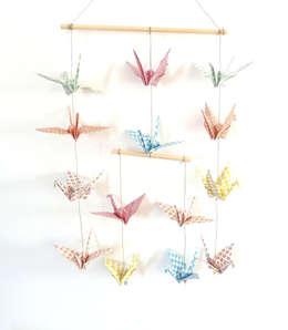 Mobile en origami 14 grues: Chambre d'enfants de style  par Papierelief