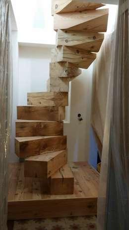 Projekty,  Korytarz, hol i schody zaprojektowane przez R. Galbany sl