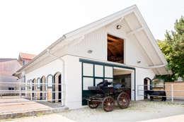 mediterranean Garage/shed by WUNSCHHAUS