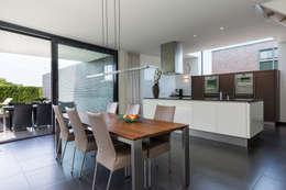 Woonhuis PMTJ Eindhoven : moderne Keuken door 2architecten