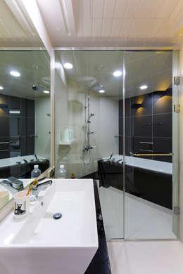 소공동 남산롯데캐슬 47평: dual design의  화장실