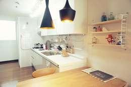 30평대 신혼집 홈 스타일링 : homelatte의  주방