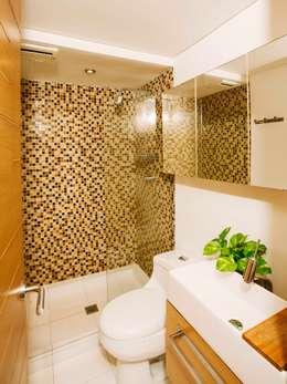 Baños de estilo industrial por CASA CALDA