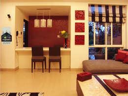 Salle à manger de style de style Moderne par home makers interior designers & decorators pvt. ltd.