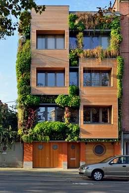 immeuble écologique- modulable et recyclée(projet pouvant être évolutif selon la situation futur)-très basse énergie: Maisons de style de style eclectique par atelier espace architectural marc somers
