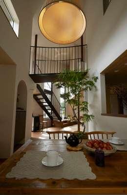 Salle à manger de style de style Moderne par MimasisDesign [ミメイシスデザイン]