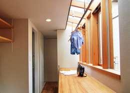 House in Higashinada: MimasisDesign [ミメイシスデザイン]が手掛けた和室です。