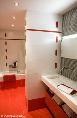 Baños de estilo  por JORGE RIQUELME | DISEÑO INTERIOR