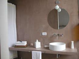 Reforma Hostel Palermo: Baños de estilo moderno por DX ARQ - DisegnoX Arquitectos