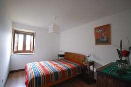 Dormitorios de estilo rústico por Borges de Macedo, Arquitectura.
