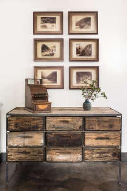 Salas de estilo ecléctico por Antonio Martins Interior Design Inc