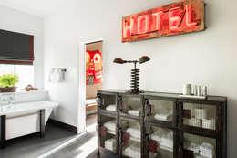 Corridor and hallway by Antonio Martins Interior Design Inc