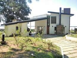 Casas de estilo moderno por E-PROYECT