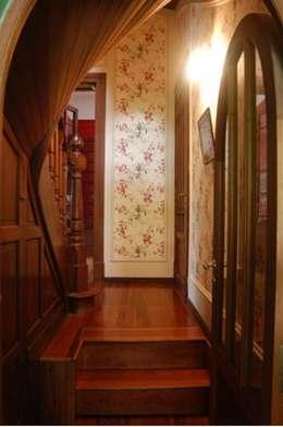 Interiores:  Corridor & hallway by Radrizzani Rioja Arquitectos