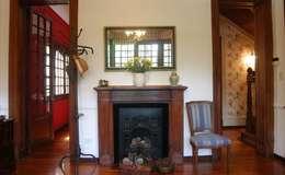 Hogar: eclectic Living room by Radrizzani Rioja Arquitectos