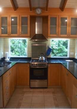 eclectic Kitchen by Radrizzani Rioja Arquitectos