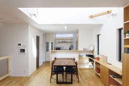広いバルコニーのある家: 福島工務店株式会社が手掛けたキッチンです。