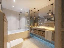 Загородный дом с стиле шале: Ванные комнаты в . Автор – Студия авторского дизайна ASHE Home