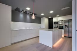 modern Kitchen by OAK 2000
