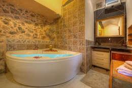 rustic Bathroom by Emilio Rescigno - Fotografia Immobiliare