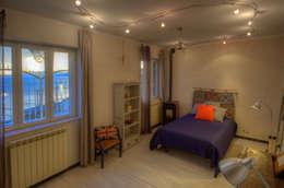 rustic Bedroom by Emilio Rescigno - Fotografia Immobiliare