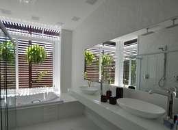 Salle de bains de style  par Libório Gândara Ateliê de Arquitetura