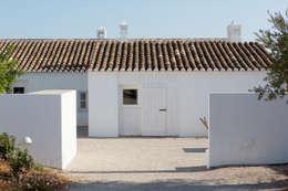 Casas de estilo mediterraneo por atelier Rua - Arquitectos