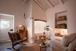 رہنے کا کمرہ  by atelier Rua - Arquitectos