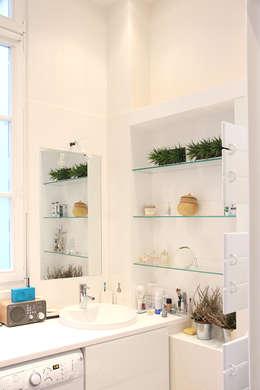 Appartement dans le Marais à Paris: Salle de bains de style  par Olivier Stadler Architecte