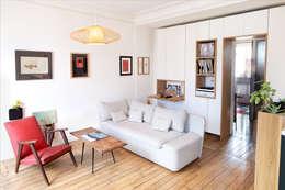 PLUS D'ESPACE: Salon de style de style Scandinave par BKBS
