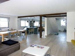 Ouverture des murs porteurs, pose d'IPN pour agrandir les espaces: Salon de style de style Moderne par Olivier Stadler Architecte