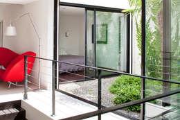 Villa C1: Jardin d'hiver de style  par frederique Legon Pyra architecte
