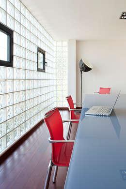 Villa C1: Bureau de style de style Moderne par frederique Legon Pyra architecte