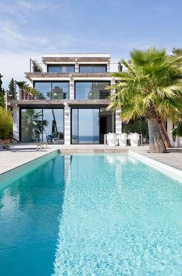 Villa C1: Piscine de style de style Moderne par frederique Legon Pyra architecte