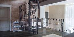 Холл 2-го этажа: Коридор и прихожая в . Автор – Творческая Мастерская Владимира Романова