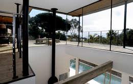 Villa M1: Terrasse de style  par frederique Legon Pyra architecte