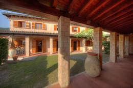 Projekty, rustykalne Domy zaprojektowane przez Emilio Rescigno - Fotografia Immobiliare