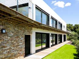 Villa C2: Maisons de style de style Moderne par frederique Legon Pyra architecte