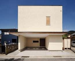 Casas de estilo moderno por 株式会社シーンデザイン建築設計事務所