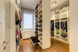 Closets modernos por MOB ARCHITECTS