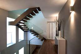 modern Corridor, hallway & stairs by Vincenzo Leggio Architetto