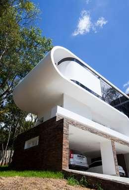 RESIDÊNCIA EM CURITIBA/PR: Casas modernas por Lima.Ramos.Lombardi Arquitetos Associados