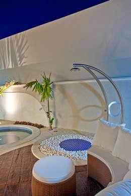Albercas de estilo moderno por Arquiteto Aquiles Nícolas Kílaris